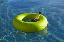 Guanti darkfin per nuotare come un pesce dottorgadget for Pinne x piscina