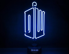 Luce al neon Doctor Who