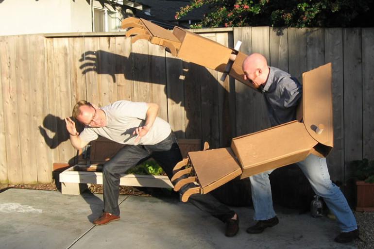 Le braccia giganti di cartone dottorgadget