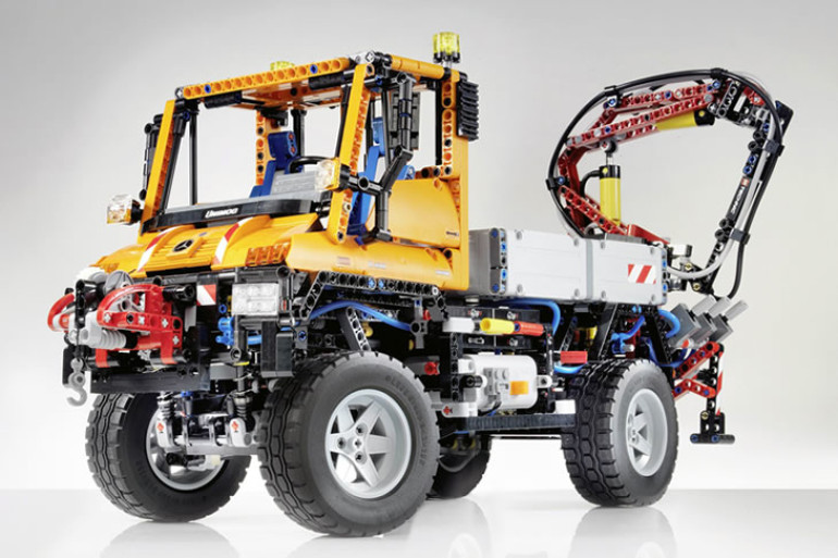lego technic camion mercedes benz con gru dottorgadget. Black Bedroom Furniture Sets. Home Design Ideas
