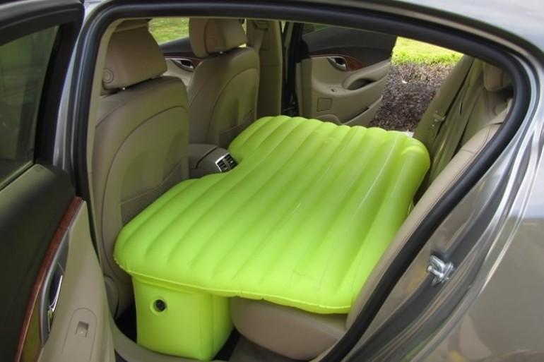 Il letto gonfiabile per auto dottorgadget - Letto bambino macchina ...