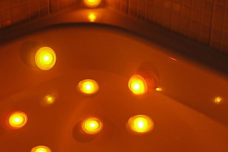 Spa lights le luci per la vasca da bagno dottorgadget - Luci per bagno ...