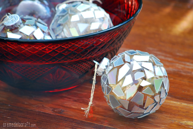 Palline di Natale con CD riciclati