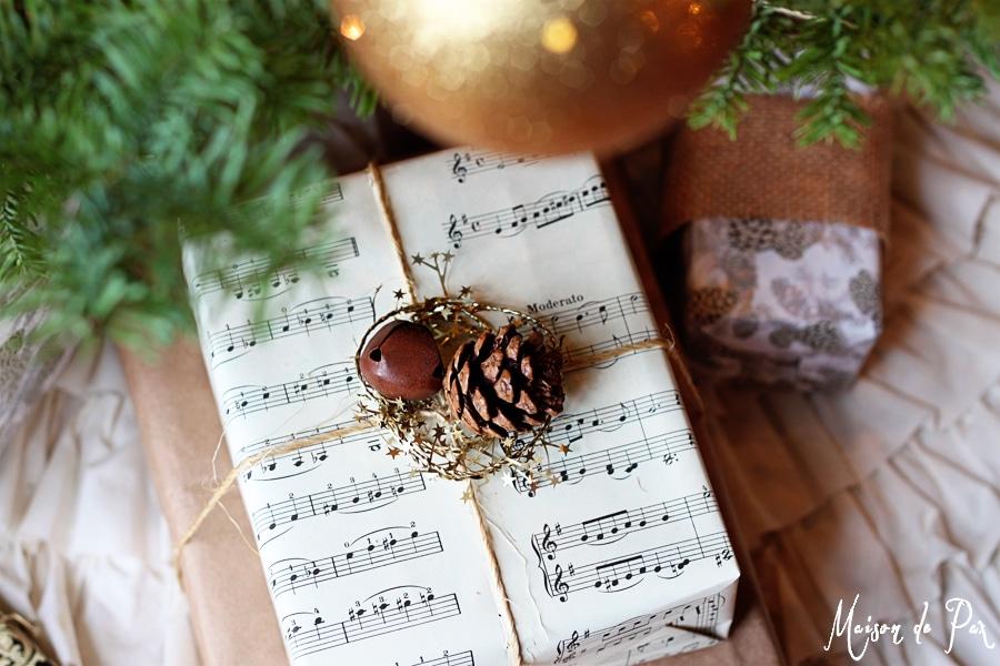 Pacco regalo con spartito musicale